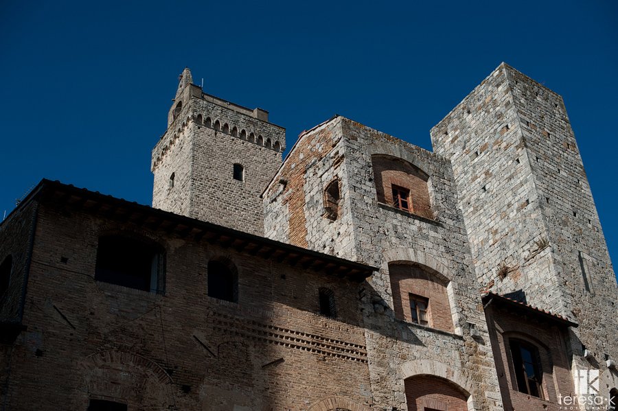 image of the building in San Gimignano Italy