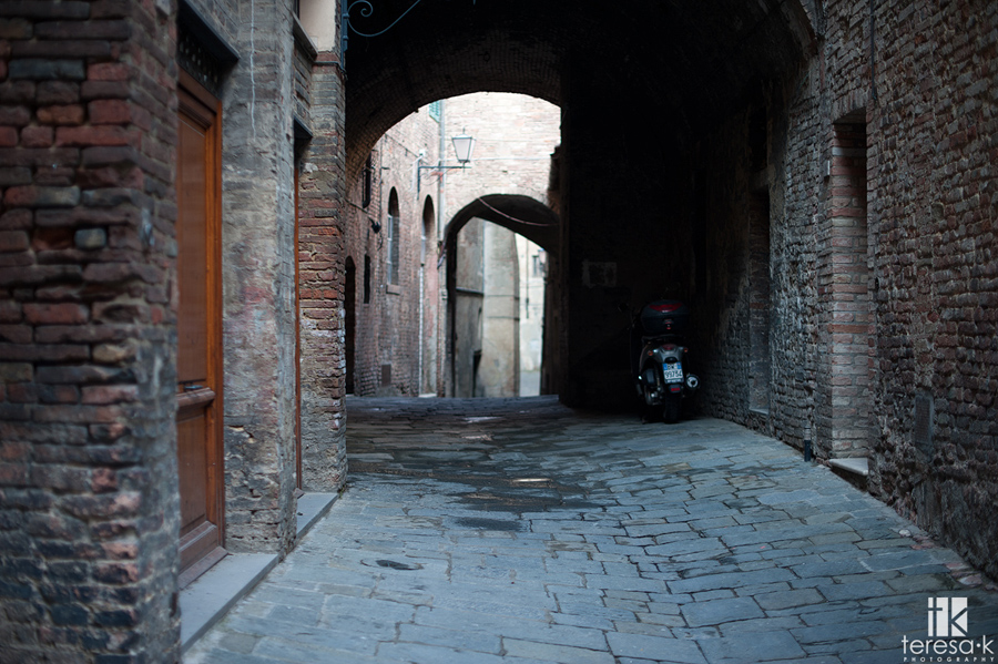 alley in sienna Italy
