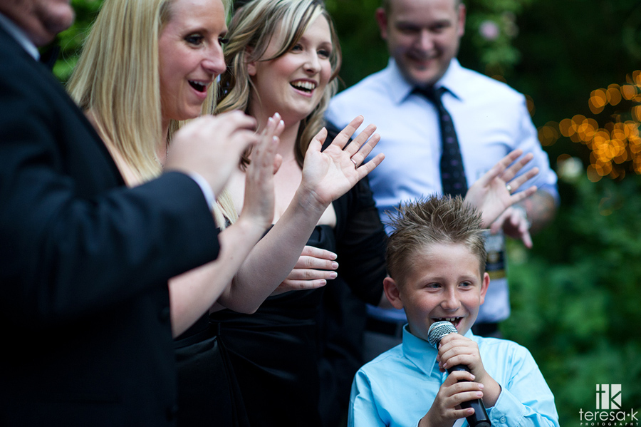 guests sing for their supper at wedding