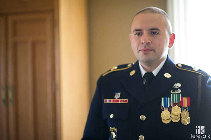 groom in army dress blues