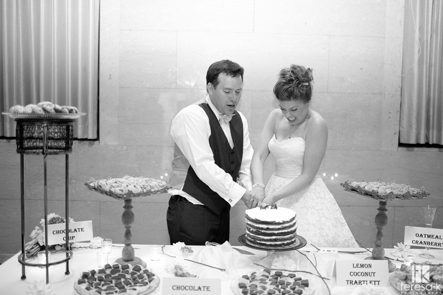 bride making funny face while cutting the cake