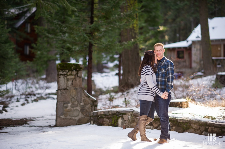Winter-Lake-Tahoe-Engagement-Session-02