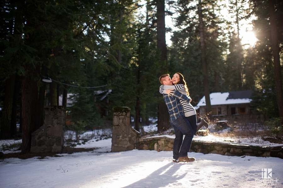 Winter-Lake-Tahoe-Engagement-Session-03
