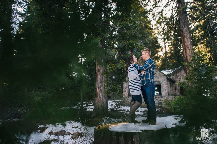 Winter-Lake-Tahoe-Engagement-Session-04