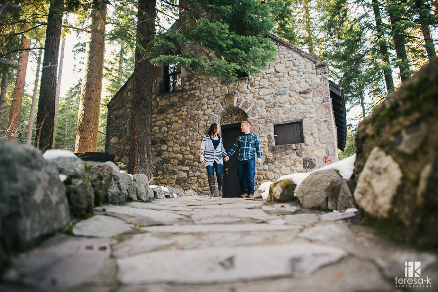 Winter-Lake-Tahoe-Engagement-Session-06