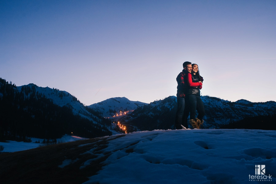 Winter-Lake-Tahoe-Engagement-Session-18